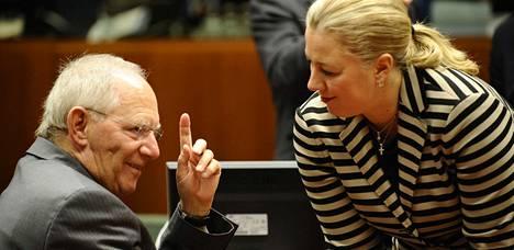 Saksan valtiovarainministeri Wolfgang Schäuble ja Suomen valtiovarainministeri Jutta Urpilainen keskustelivat tiistaina Brysselissä.