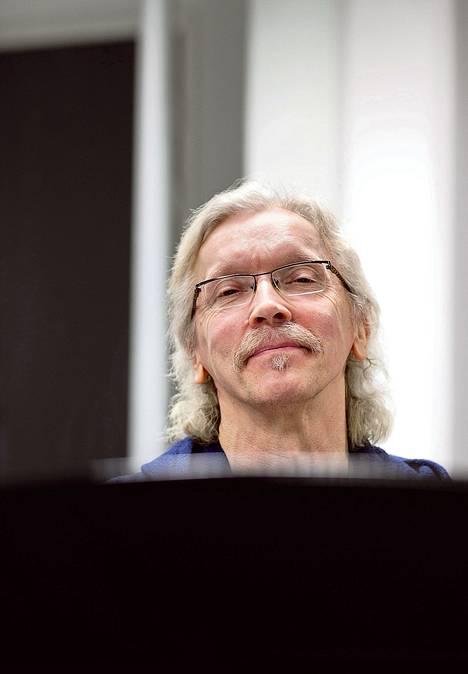 Reijo Karvonen ei luovu takatukastaan ennen kuin rytmimusiikkia ja klassista arvostetaan yhtä paljon.