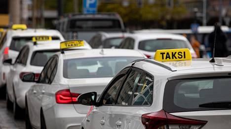 Verottajan tehovalvonnan tavoitteena on, että taksiyrittäjät ottaisivat entistä paremmin selvää verovastuistaan ja osaisivat toimivat oikein.