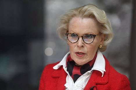 Finanssivalvonnan johtaja Anneli Tuominen arvioisi pankkien osingonmaksua kunkin pankin tilanteen mukaan.