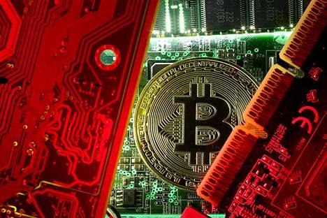 Virtuaalivaluutta bitcoinin arvo on heilahdellut viime aikoina suuresti.