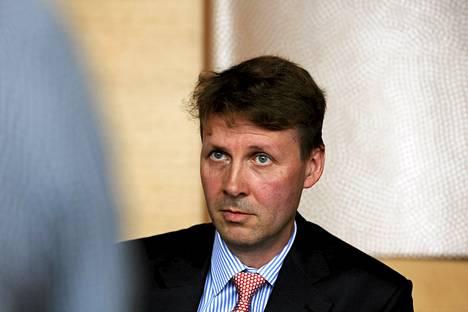 Nokian hallituksen puheenjohtajan Risto Siilasmaan mielestä toimitusjohtaja Stephen Elopiin on kohdistettu osittain liian ankaraa kritiikkiä.