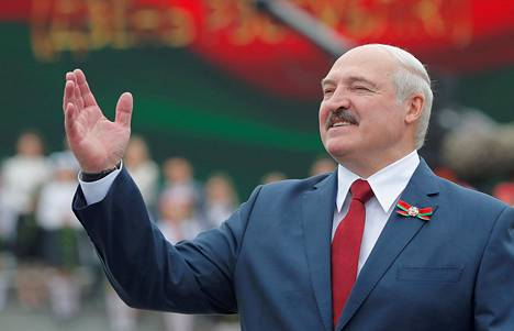 Presidentti Aljaksandr Lukašenka kuvattuna heinäkuun 3. päivä Valkovenäjän itsenäisyyspäivän juhlallisuuksissa.