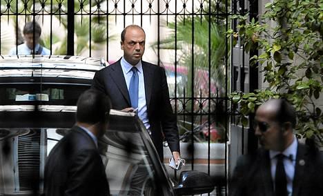 Varapääministeri Angelino Alfano vieraili tiistaina Silvio Berlusconin asunnolla Roomassa.
