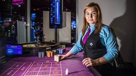 Mila Kangasniemion töissä Ison Omenan Las Vegas -kasinolla ja kuuluu Palvelualojen ammattiliittoon. Hän kertoo oivaltaneensa jäsenyyden hyödyt jouduttuaan vaikeuksiin aiemman työnantajansa kanssa.