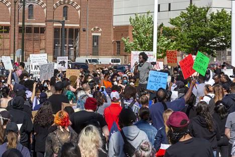 Mielenosoittajia Detroitissa perjantaina 29. toukokuuta.