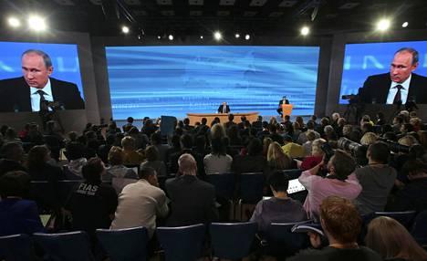 Presidentti Putin pitämässä vuotuista lehdistötilaisuuttaan Moskovassa joulukuussa 2013.
