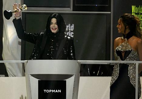 Beyoncé jakoi Michael Jacksonille legendapalkinnon World Music Awards -gaalassa vuonna 2006.
