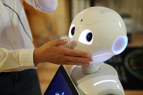 Tämä Pepper-robotti on kuvattu Japanissa keväällä 2016.
