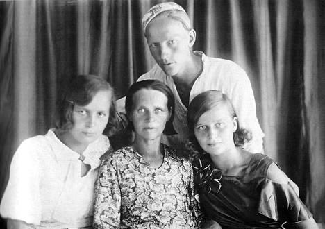 Kemiläinen rouva Anna Lappalainen menetti sellissä järkensä, ja hänet teloitettiin myöhemmin. Tytär Salli, 20, tuomittiin kymmeneksi vuodeksi pakkotyöhön ja karkotettiin Siperiaan. Sanni, 18, joutui vauvansa kanssa Siperiaan. Annan vävy Reino Orell teloitettiin 13. maaliskuuta 1938.