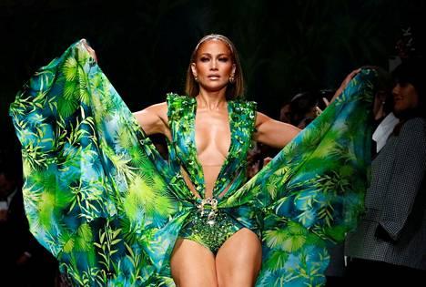 Jennifer Lopezin mekko oli päivitetty versio vuoden 2000-gaala-asusta.
