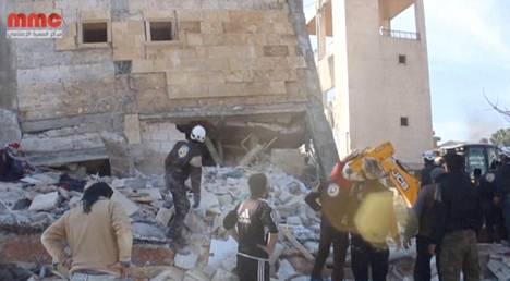 Kuvakaappaus Reutersin haltuunsa saamasta videosta, jossa väitetysti näkyy pommitettu sairaala Murat al-Numanissa Idlibin maakunnassa Syyriassa. Reuters ei pystynyt vahvistamaan kuvan aitoutta.