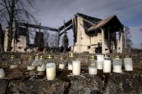Ylivieskan kirkko tuhoutui tulipalossa pääsiäislauantai-iltana.