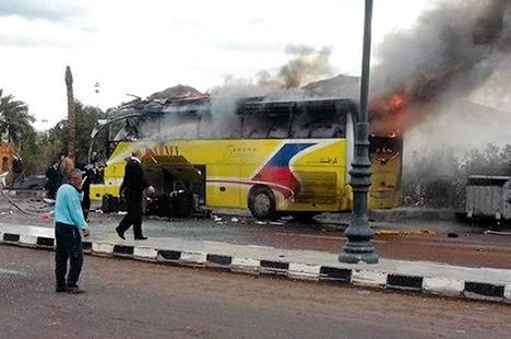 Islamistiryhmä Ansar Beit al-Maqdis ilmoittautui olevansa sunnuntaina Siinain niemimaalla turistibussiin tehdyn pommi-iskun takana.