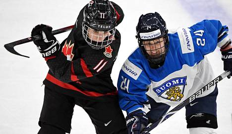 Kanadan Jillian Saulnier (vas.) ja Suomen Noora Tulus vuoden 2019 MM-kisojen välierässä.