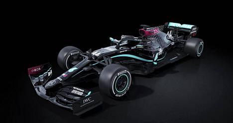 Mercedes esitteli maanantaina F1-autonsa uuden värityksen.