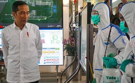 Indonesian presidentti Joko Widodo tutustui Jakartan kansainvälisen lentoaseman pandemiantorjuntaan viime viikon perjantaina.