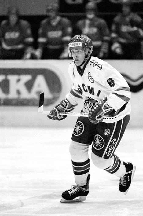 Teemu Selänne ottelussa Neuvostoliittoa vastaan MM-kisoissa 1991.