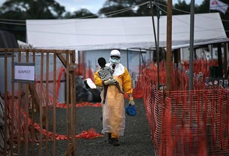 PELOTTAVA EBOLA. Länsi-Afrikassa etenkin vuosien 2014 ja 2016 välillä riehunut ebolaepidemia oli historian laajin, ja sen pelättiin leviävän teollisuusmaihinkin. Liberia (kuvassa) oli yksi pahiten taudista kärsineitä maita, jonne matkustamista Suomestakin rajoitettiin taudin leviämisen pelossa.