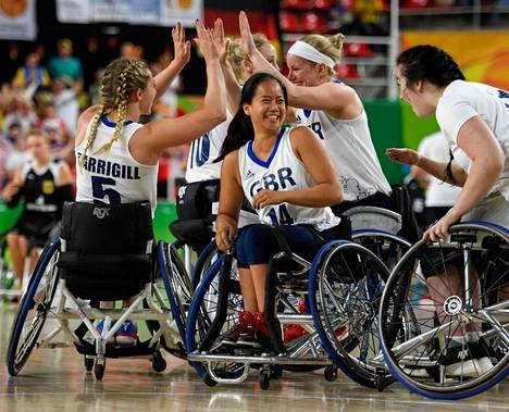 Britannian pelaajat juhlivat onnistuneen pelin jälkeen Rion paralympialaisissa vuonna 2016.