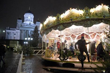 Omistusoikeuksien osalta Suomi on maailman paras maa, ja innovaatioissa maailman toiseksi paras. Kuva Helsingistä Tuomaan markkinoilta.