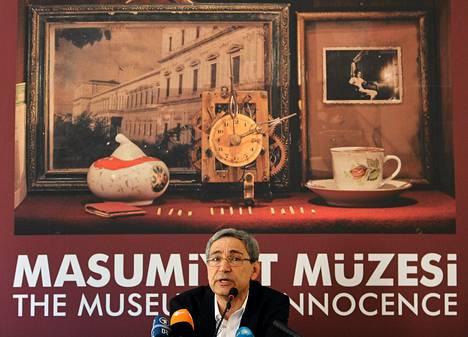 Orhan Pamuk puhui Viattomuuden museon avajaisissa Istanbulissa viime perjantaina.