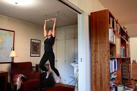 Saga Anderssonilla on kotonaan rekki harjoittelua varten.