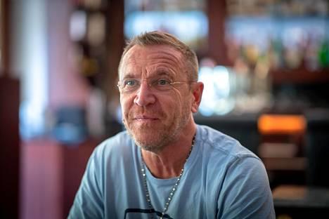 Renny Harlin kävi Suomessa Porin Suomi-Areenassa. Hän vierailee perjantaina myös Helsingissä Painajainen Elm Street 4 -elokuvan näytöksessä Cinema Orionissa.