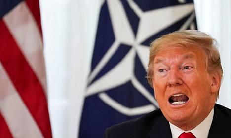 """Yhdysvaltain presidentti Donald Trump aloitti Nato-kokouksen kritisoimalla Ranskan presidentin Emmanuel Macronin kommentteja """"aivokuolleesta"""" Natosta."""
