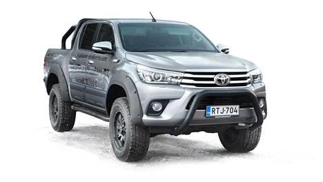 Offroad-paketilla tuunattu Toyota Hilux näyttää näin ronskilta jo ilman mitään lisäkikkoja. Autoverottomaksi Truckmasters-kuorma-autoksi sen tekevät muutokset ovat piilossa pinnan alla.
