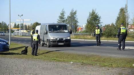 Pariskunta otettiin kiinni Torniossa, kun he olivat palaamassa Ruotsista Suomeen omalla autollaan.
