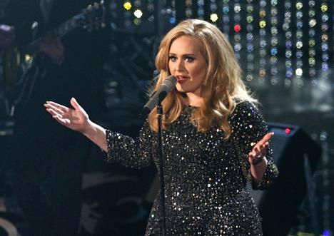 Adele esitti Bond-elokuvan tunnuslaulun Skyfall Oscar-juhlissa helmikuussa 2013.
