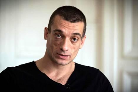Venäläistaiteilija Pjotr Pavlenski pidätettiin epäiltynä väkivallanteosta.