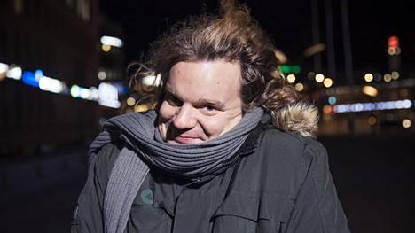Stand up -koomikko Ismo Leikola on palannut Yhdysvalloista väliaikaisesti Suomeen.