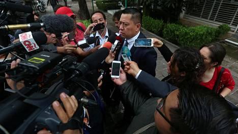 Joaquín Guzmán Loeraa edustava lakimies Andres Granados puhui tiedotusvälineille syyskuussa Meksikon pääkaupungissa.