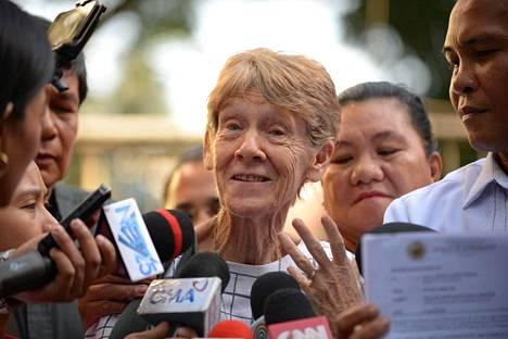 Patricia Fox puhui medialle Manilassa 17. huhtikuuta.