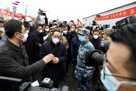 Jiang Chaoliang tarkasti 2. helmikuuta Wuhanissa kahdeksassa päivässä rakennettua sairaalaa. Nyt hän on menettänyt paikkansa Hubein puoluejohtajana.