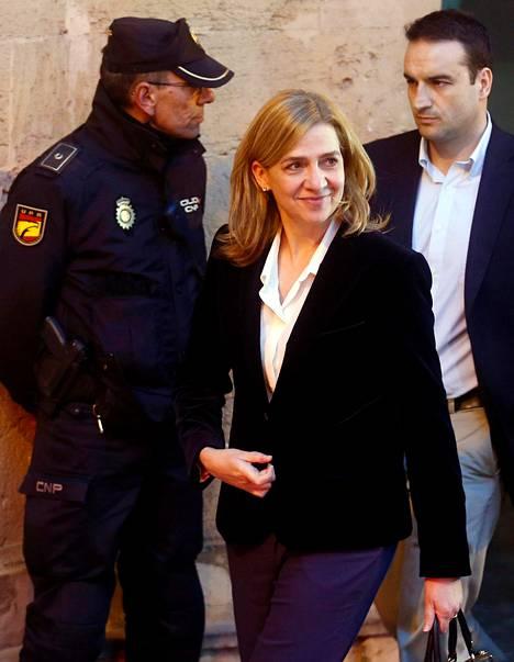 Prinsessa Cristina poistui Palma de Mallorcan oikeustalolta kuulustelun jälkeen helmikuussa.