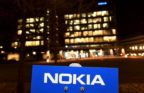 Nokia osakekurssi romahti lokakuussa, koska yhtiö kertoi osavuosikatsauksessaan viidennen sukupolven matkapuhelintekniikan riskien toteutumisesta ja heikensi merkittävästi arviotaan kannattavuuden kehittymisestä.