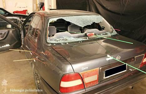 Jengiläisten autoon osui useita laukauksia Helsingissä takaa-ajossa toukokuussa 2011.