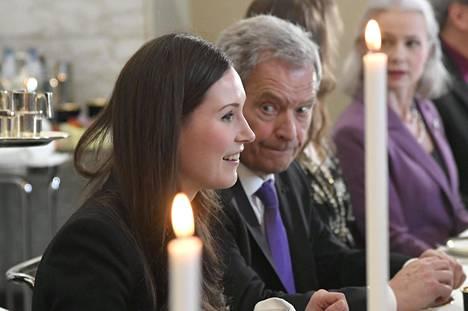 Pääministeri Sanna Marin (sd) ja tasavallan presidentti Sauli Niinistö valtiopäivien avajaisten kahvitilaisuudessa eduskunnassa keskiviikkona.