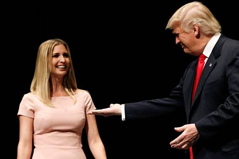Ivanka ja Donald Trump kampanjoimassa Virginia Beachin kaupungintalolla syyskuussa.