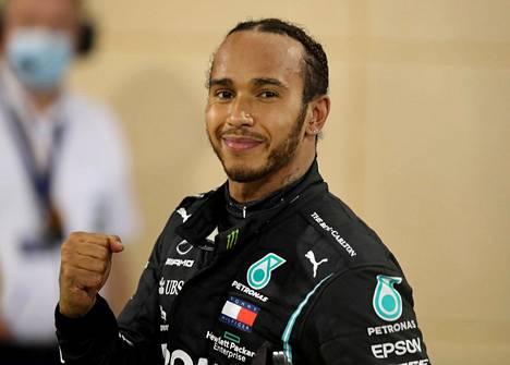 Lewis Hamilton juhli viime viikonloppuna Bahrainin osakilpailun voittoa. Ensi viikonloppuna britti ei kisaa Bahrainissa.