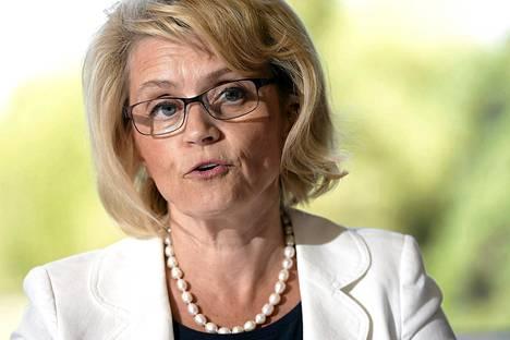 Sisäministeri Päivi Räsäsen mielestä nykysäännökset viranomaisten välisestä tiedonvaihdosta ovat monimutkaiset ja hajallaan.