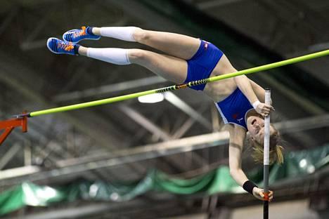 Wilma Murto hyppäsi uuden alle 20-vuotiaiden maailmanennätyksen. Kuva Tampereen SM-hallikisoista viime vuodelta.