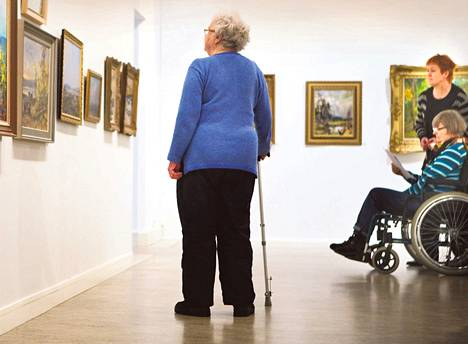 Kulttuurikaveri lähtee tarvittaessa mukaan taidenäyttelyyn.