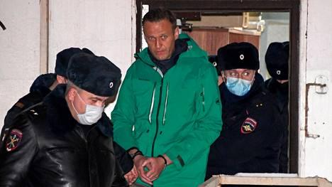 Aleksei Navalnyi joutui poliisin huostaan heti saavuttuaan Moskovaan.