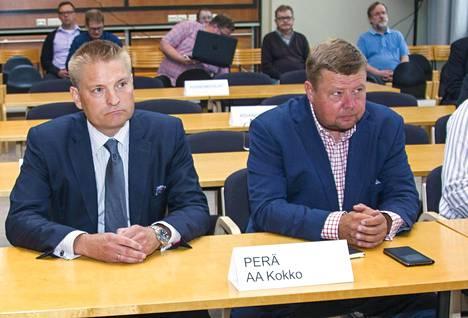 Asianajaja Markus Kokko ja Talvivaaran toimitusjohtaja Pekka Perä Kainuun käräjäoikeudessa elokuussa 2015.