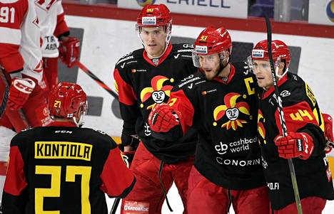 Jokerien Petri Kontiola, Saku Mäenalanen, Peter Regin ja Mikko Lehtonen juhlivat Reginin tekemää 1-0 -maalia ottelussa Moskovan Spartakia vastaan lokakuussa 2019.