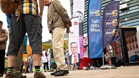 Jo ennakkoon annettiin nyt enemmän ääniä kuin edellisissä eurovaaleissa vuonna 2014. Kuva Narinkkatorilta alkuviikosta, kun puolueet vielä kisailivat äänistä.